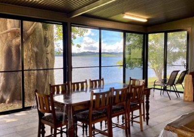 accommodation lake tinaroo